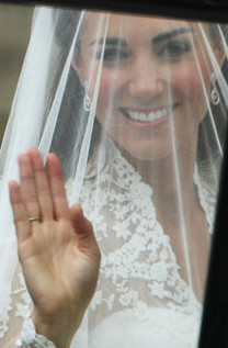 Royal Weddings: Kate's bent thumb